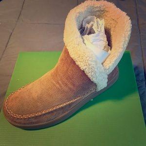 BNWT Sanuk boots